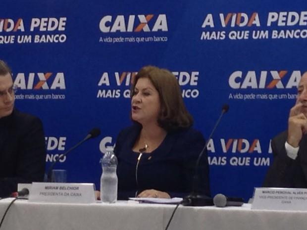 Miriam Belchior, ao centro, apresenta medidas de estímulo ao crédito imobiliário (Foto: Anay Cury/G1)