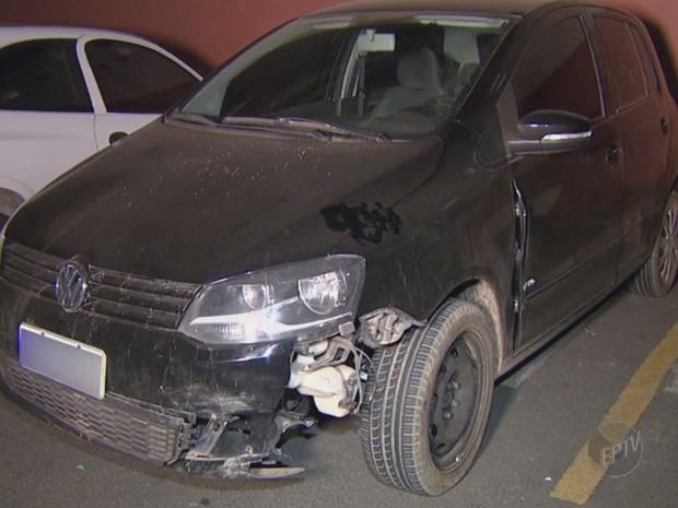 Uma mulher e três homens são presos por suspeita de roubo de carro em Campinas (Foto: Reprodução/ EPTV)