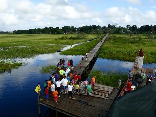Para chegar na aldeia Kumenê, em Oiapoque, é necessário viajar mais de 20 horas via fluvial (Foto: Abinoan Santiago/G1)