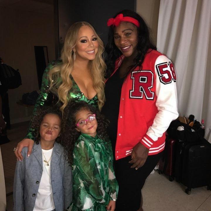 Mariah com as filhas e Serena nos bastidores do show (Foto: Reprodução/ Instagram)
