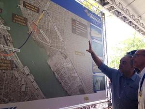 Alckmin conhece o projeto do túnel entre Santos e Guarujá (Foto: Mariane Rossi/G1)