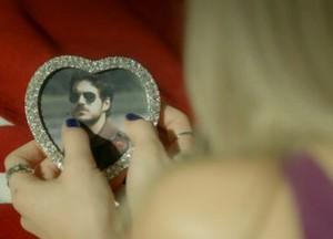 Vitória lembra de seu ex-noivo, Rafael (Foto: Boogie Oogie/TV Globo)