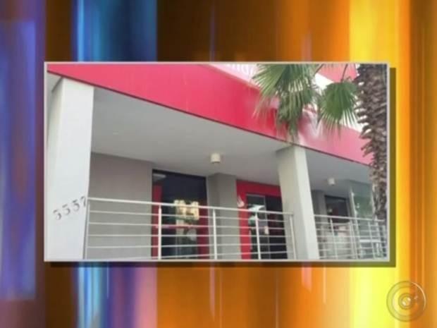 Banco que foi invadido pelos assaltantes em Votuporanga (Foto: Reprodução / TV TEM)