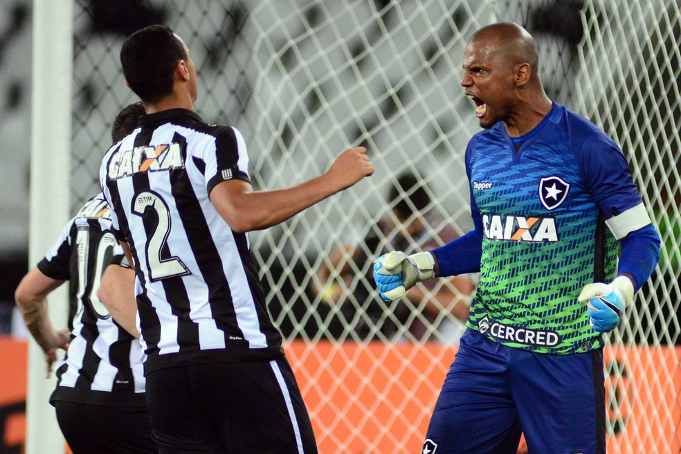 Jefferson comemora a defesa do pênalti contra o Atletico-MG (Foto: Futura Press)
