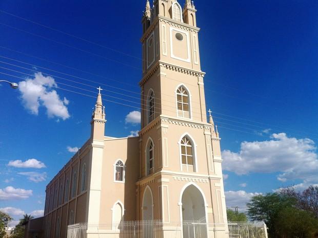 Igreja Matriz de São José começou a ser construída em 1905 (Foto: Michelly Oda / G1)