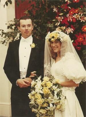 Eva Louise Kemeny Rausing e Hans Kristian Rausing durante o casamento, em 16 de outubro de 1992  (Foto: Reuters)