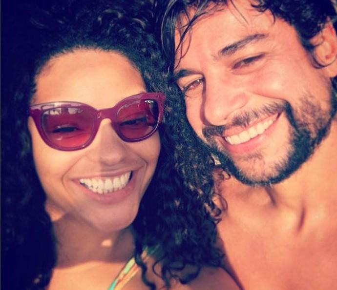 Juliana Alves mata a saudade do namorado falando com ele pelo telefone (Foto: Arquivo Pessoal)