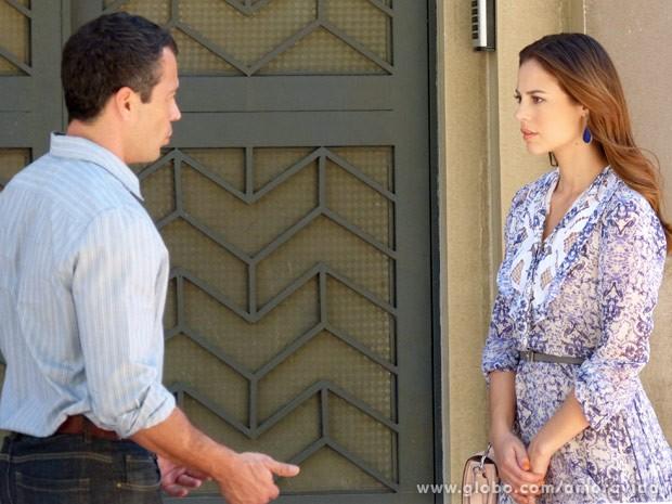 Paloma fica chocada quando Bruno não a deixa ver Paulinha (Foto: Amor à Vida / TV Globo)