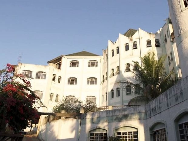 Área externa do 'castelo' deixado por José Rico em Limeira (Foto: Reprodução/TV Globo)