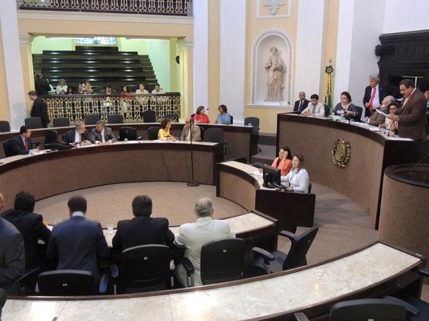 Sessão extraordinária na Assembleia Legislativa de Pernambuco também aprovou outros cinco projetos de lei (Foto: Luna Markman/G1)