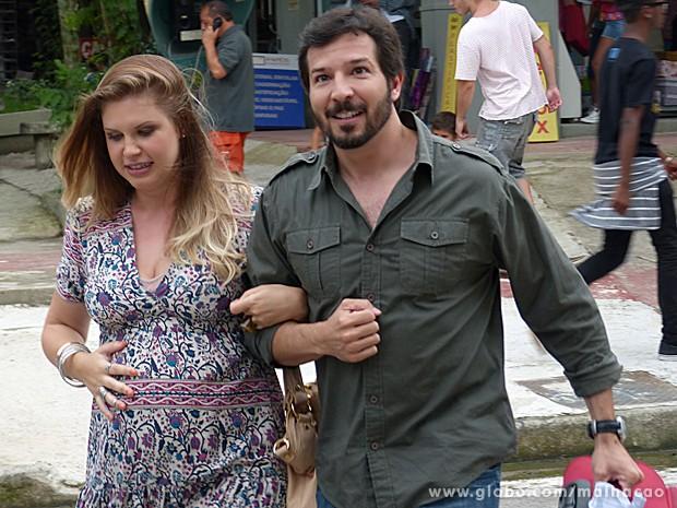 Domingas se dispõe a ajudar Virgílio com a irmã, Monique (Foto: Malhação / TV Globo)