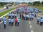 Em protesto, metalúrgicos bloqueiam BR-277, em São José dos Pinhais