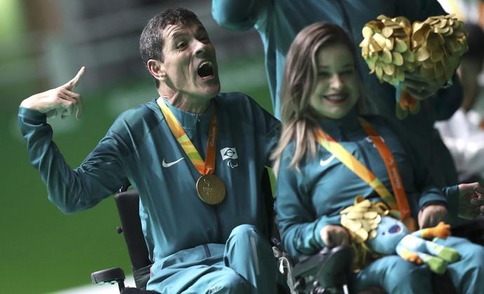 Descrição da imagem: a festa de Tó e Evelyn com a medalha de ouro (Foto: REUTERS/Ueslei Marcelino)