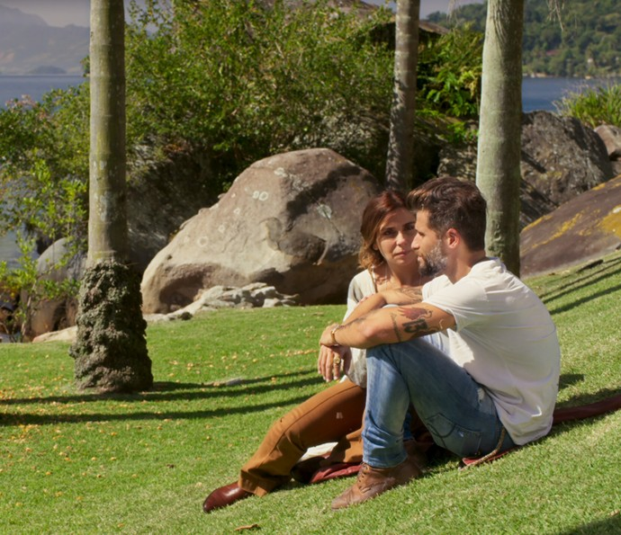 Mario e Alice conversam (Foto: TV Globo)