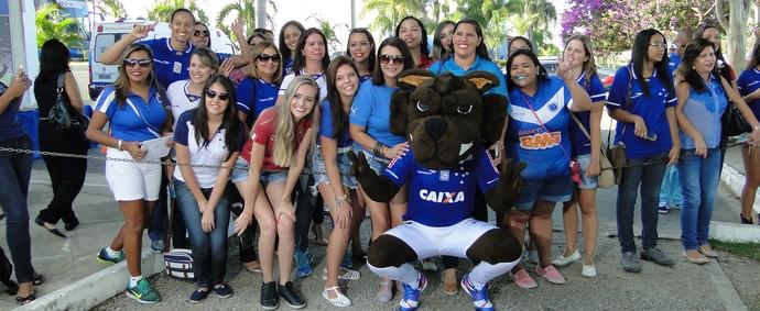 Torcedoras do Cruzeiro ganham tour especial na Toca da Raposa, no Dia Internacional da Mulher (Foto: Guilherme Frossard)