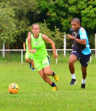 Gislaine zagueira São José futebol feminino (Foto: Danilo Sardinha/GloboEsporte.com)