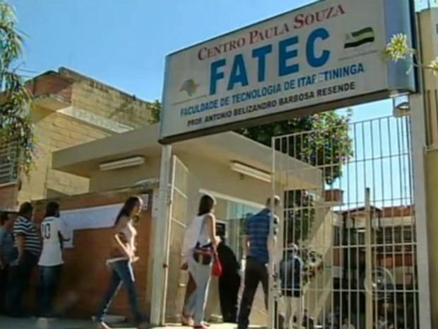 Mais de cinco mil estudantes participam do vestibular da Fatec em Itapetininga, SP (Foto: Reprodução TV Tem)