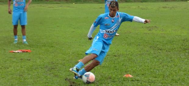 Quem vai jogar ao lado de Ricardo Capanema na contenção?  (Foto: Gustavo Pêna)
