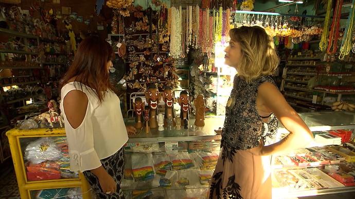 Paula Magalhães e Roseli Gondim fazem garimpo de decoração em Juazeiro (Foto: TV Bahia)