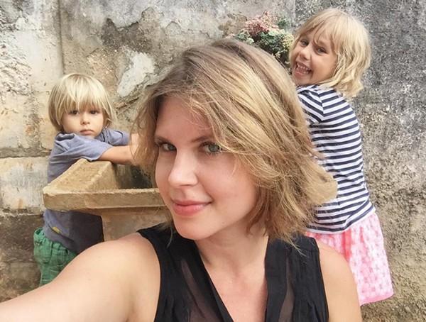 Carolinie Figueiredo com os filhos Theo e Bruna (Foto: Reprodução / Instagram)