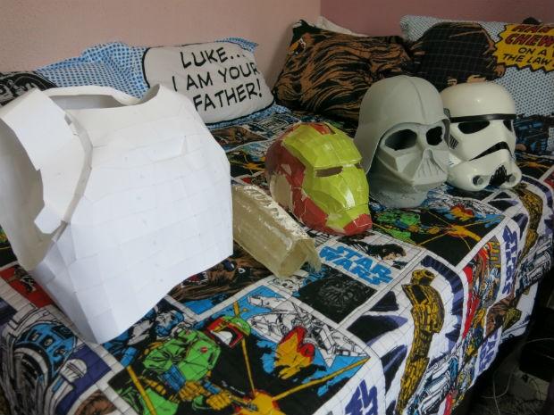 Armadura e capacetes do Darth Vader e do Homem de Ferro estão em produção (Foto: Arquivo pessoal)