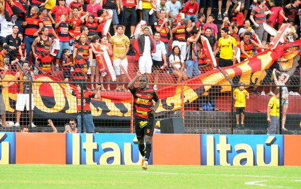 Hugo, comemora gol pelo Sport (Foto: Aldo Carneiro/Pernambuco Press)