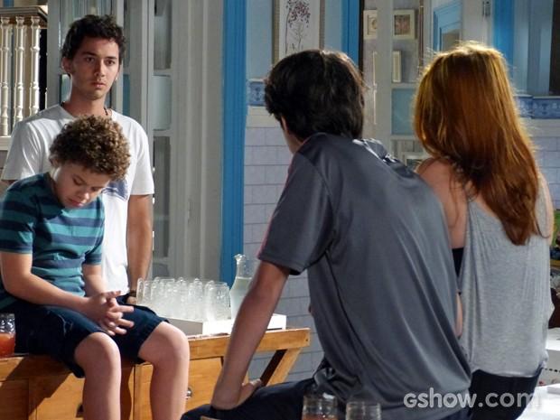 Ben fica assustado com a reação do irmão (Foto: Malhação / TV Globo)