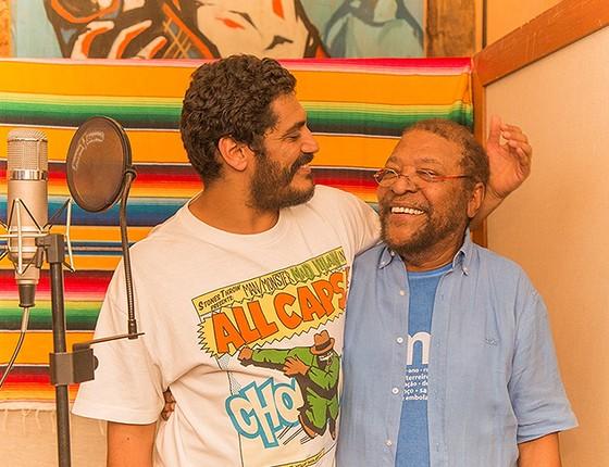 Criolo e Martinho da Vila acabam de lançar uma música juntos, a canção De bem com a vida   (Foto: Tchelo Orue)
