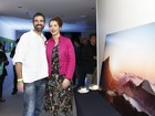 Vanessa da Mata prestigia exposição de fotos do ex-marido no Rio