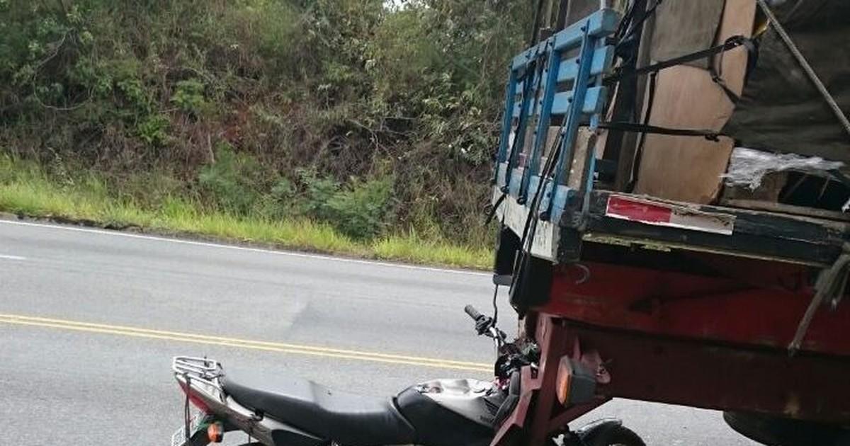 Jovem morre ao bater moto em caminhão estacionado na BR-494 - Globo.com