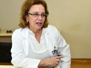 Laura Ward da Unicamp é criadora do tecido antibacteriano (Foto: Antonio Scarpinetti/ Ascom Unicamp)