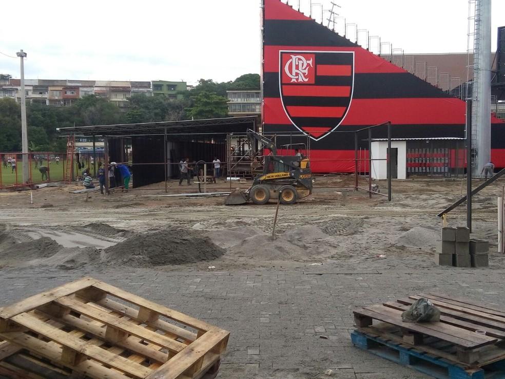 Flamengo tem dificuldades para conseguir os laudos na Ilha (Foto: GloboEsporte.com)