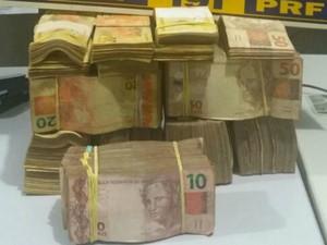 Três são detidos após PRF encontrar R$ 160 mil escondidos em carro