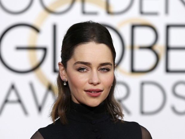 Emilia Clarke chega ao tapete vermelho do Globo de Ouro 2016 (Foto: REUTERS/Mario Anzuoni)