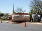 Caminhão tomba perto da embaixada da Espanha em Brasília
