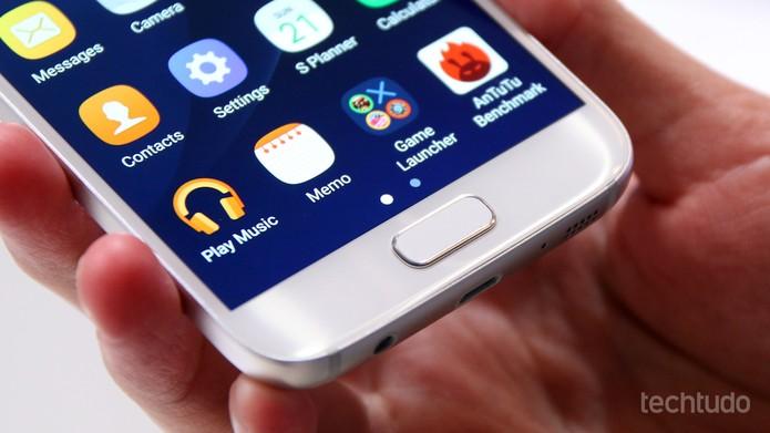Detalhe do botão Home em um Galaxy S7 novo; tendência é de desgaste com o uso (Foto: Fabrício Vitorino/TechTudo)