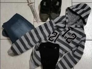 Roupas e faca usadas no crime foram encontradas na rota de fuga do adolescente (Foto: Polícia Civil de Araranguá/Divulgação)