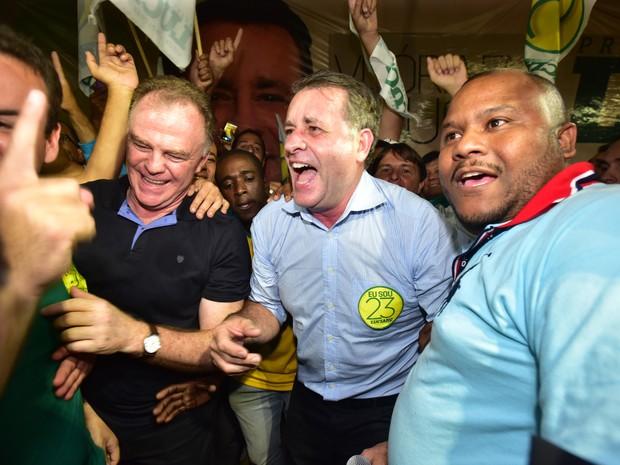 Luciano Rezende comemora vitória (Foto: Marcelo Prest/ A Gazeta)