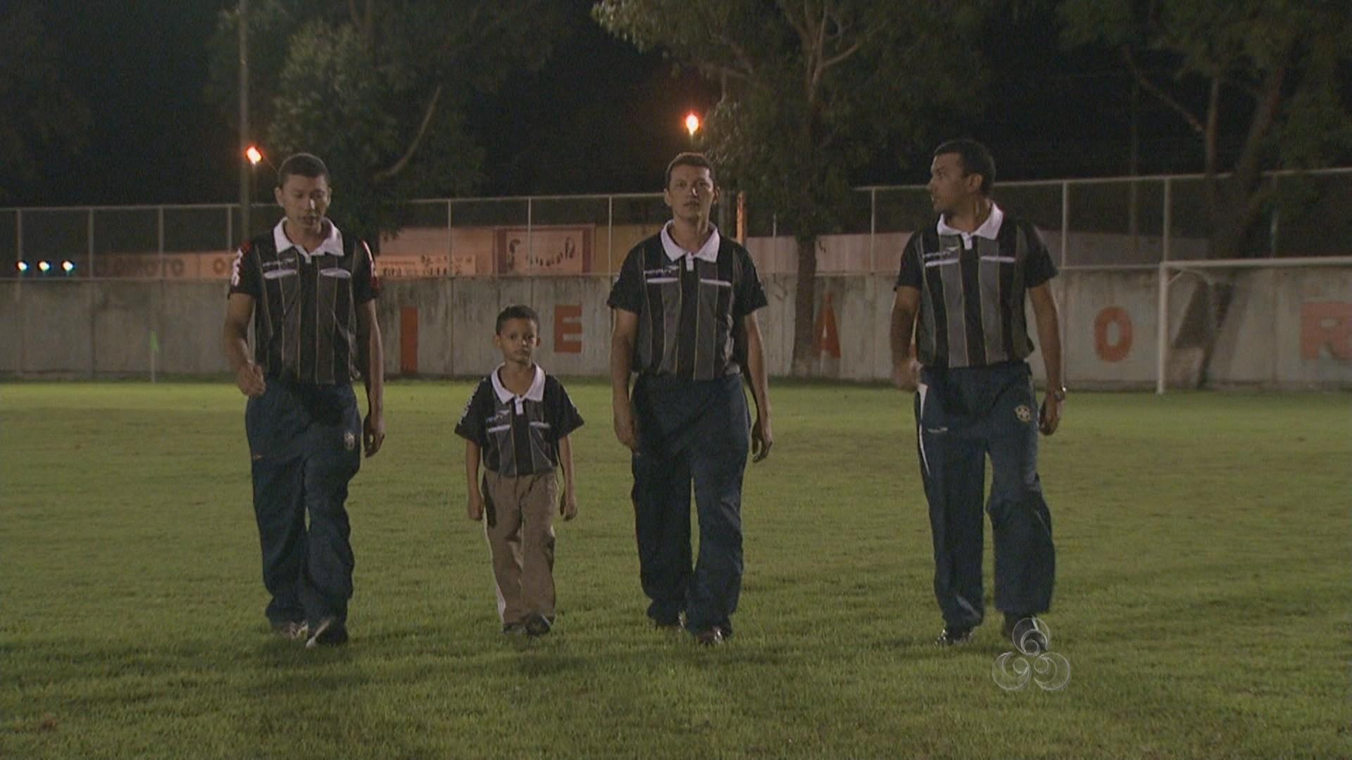 Os três irmãos arbitraram na quarta rodada do Campeonato Estadual de Futebol (Foto: Globo Esporte Roraima)
