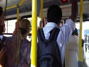 Ônibus de Planaltina chega à Rodoviária lotado (Foto: Lucas Salomão/G1)