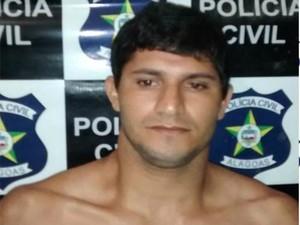 Darlan Monteiro foi preso com uma moto roubada e um rifle 44 (Foto: Ascom/PC)