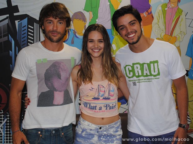 Kayky Brito, Juliana Paiva e Rodrigo Simas posam pra foto nos bastidores (Foto: Malhação / Tv Globo)