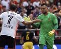 Diego Alves defende dois pênaltis, mas Valencia perde para o Atlético