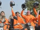 Programa desafia tabu e ensina mulheres a guiar motos no Paquistão