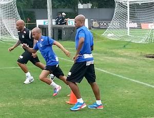 Marcos Assunção e Léo no treino do Santos (Foto: Marcelo Hazan)