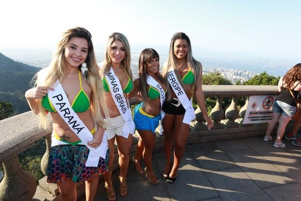 Candidatas a Miss BumBum fazem sessão de fotos no Cristo Redentor (Foto: Dilson Silva / AgNews)