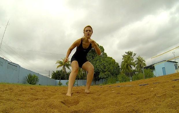 Karina Quadros faz treino na areia (Foto: Karina Quadros/Arquivo Pessoal)