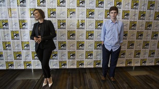 Vera e Freddie durante a Comic Con (Foto: divulgao)