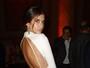 Evento tem Sara Sampaio sem calcinha e Pamela Anderson decotada