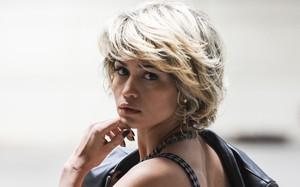 Nanda Costa na série 'Romance Policial - Espinosa'